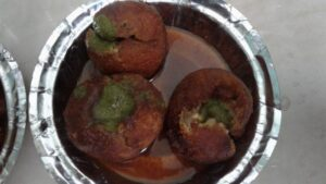 Indore ki Mashoor Coconut Vada Chat!